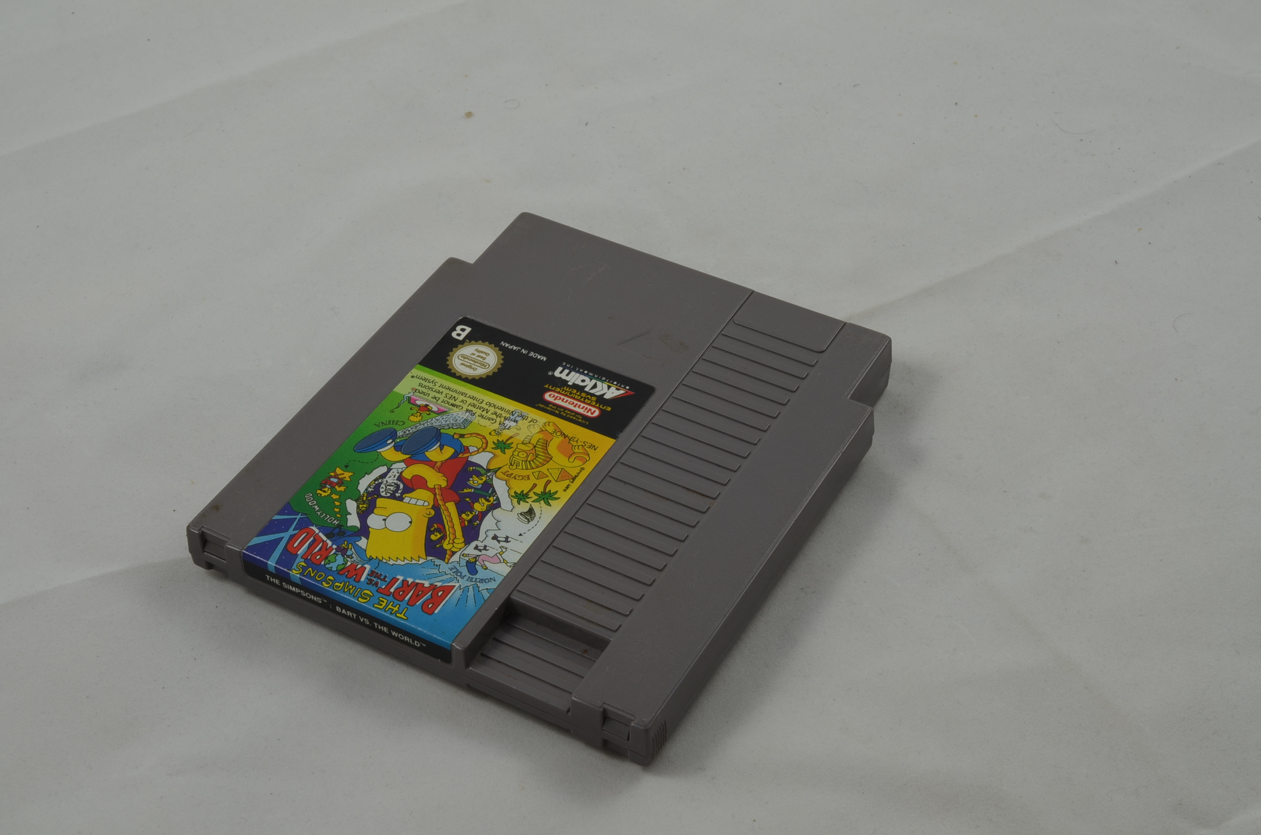 Produktbild von The Simpsons Bart vs the World NES Spiel
