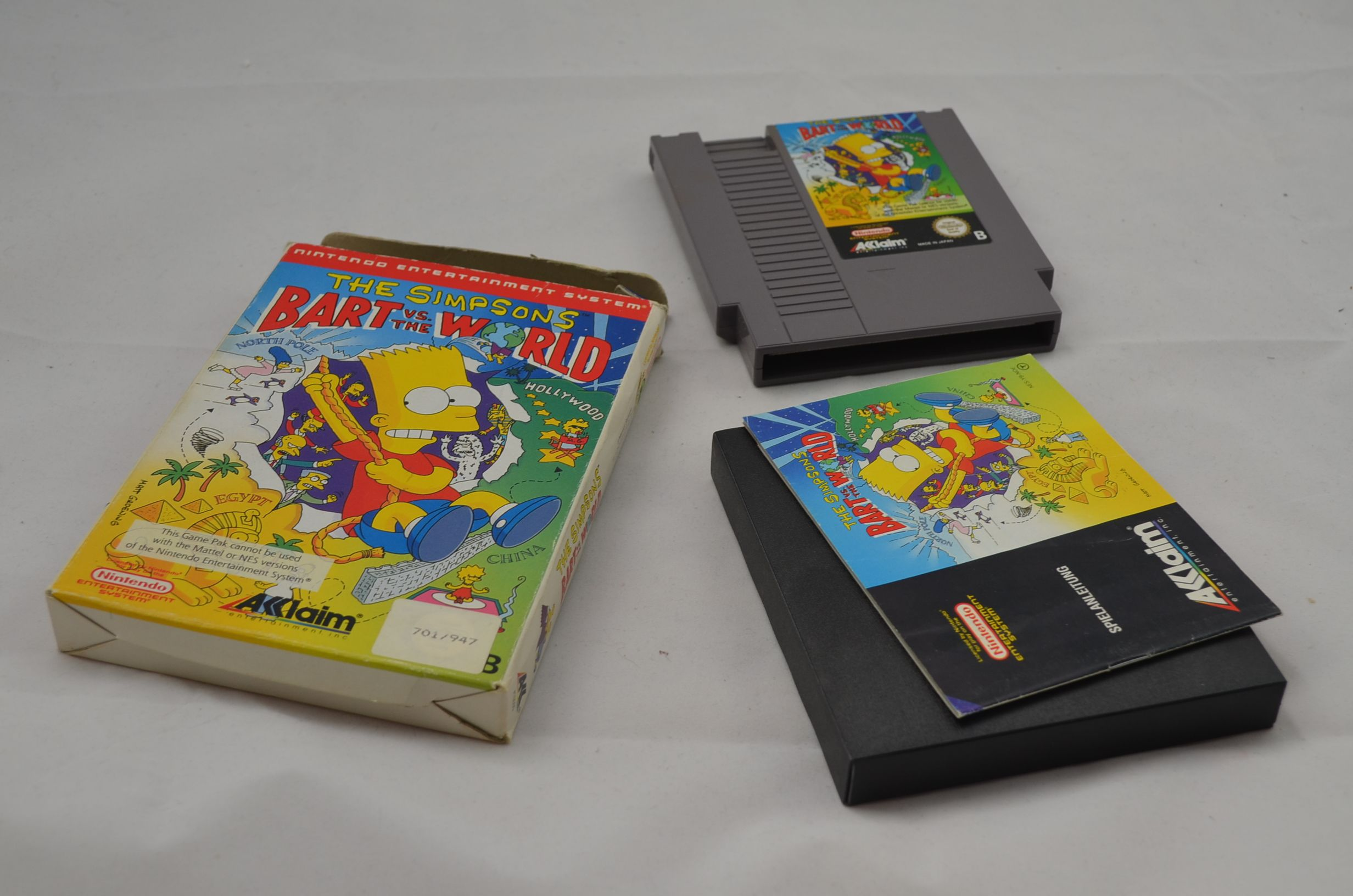 Produktbild von The Simpsons Bart vs the World NES Spiel CIB