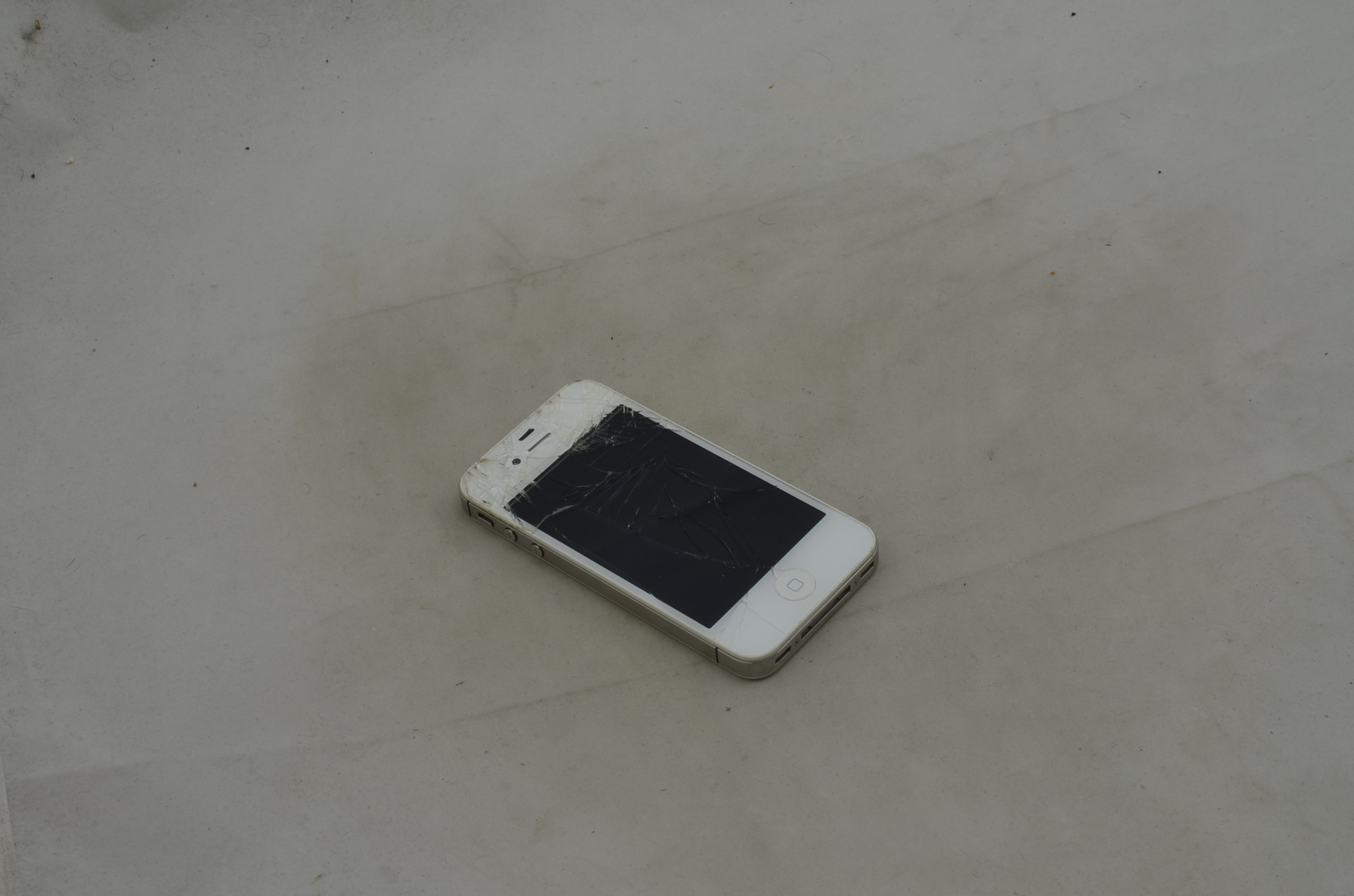 Produktbild von iPhone 4S mit defektem Display